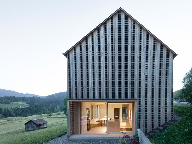 Innauer Matt Architectkten chestnut lattice rainscreen cladding project HBJ-01_INNAUER-MATT-800x600